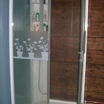 Duschkabin- fuktskyddar väggen enkelt